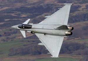 RAF_Eurofighter_EF-2000_Typhoon_FGR4_Lofting-1