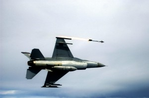 F-16C_Fighting_Falcon_fires_AIM-9